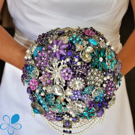 Pearl necklace brooch bouquet