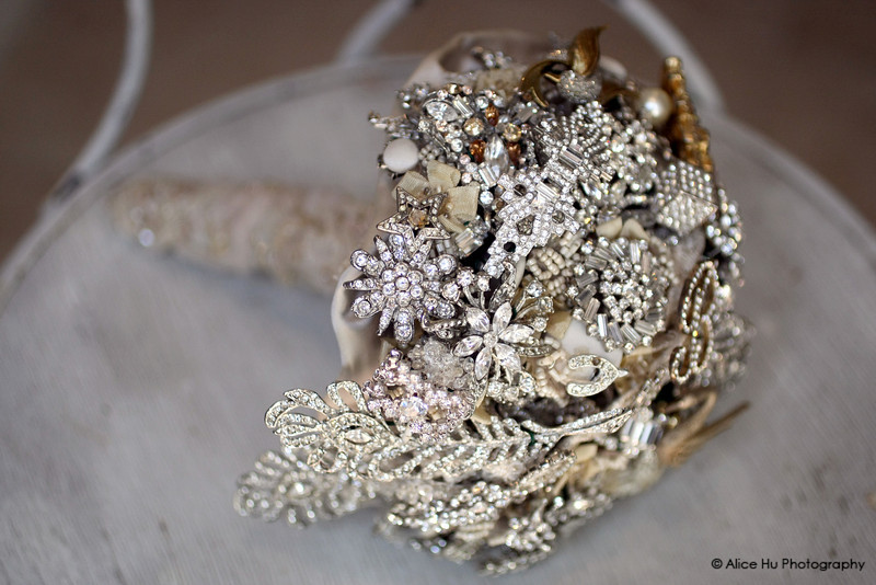 Vintage inspired brooch bouquet